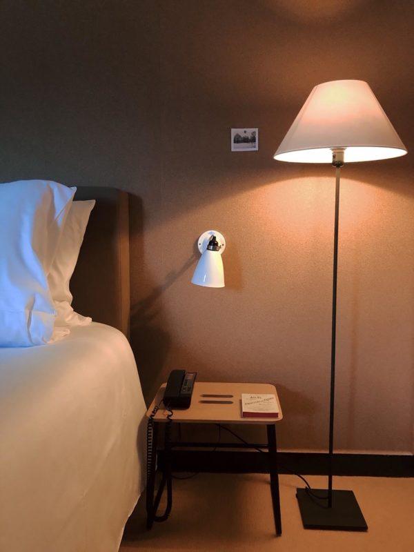 La lampe du Barn Hotel